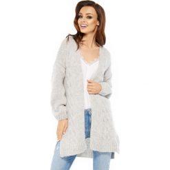 Sweter kardigan z splotem ls211. Szare swetry oversize damskie Lemoniade, ze splotem. W wyprzedaży za 129,00 zł.