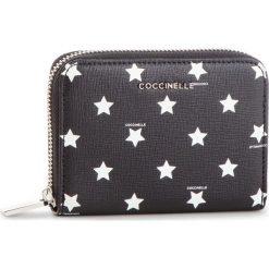 Duży Portfel Damski COCCINELLE - DW2 Mettallic Star Print E2 DW2 11 02 01 Multic/Noir M25. Czarne portfele damskie marki Coccinelle. Za 499,90 zł.