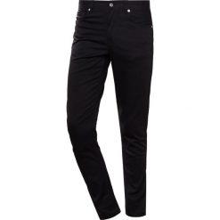 J.LINDEBERG DAMIEN Jeansy Slim Fit black. Czarne jeansy męskie relaxed fit J.LINDEBERG. Za 419,00 zł.
