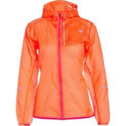 New Balance LITE PACKABLE Kurtka do biegania vivid tangerine. Pomarańczowe kurtki sportowe damskie marki New Balance, s, z materiału, do biegania. W wyprzedaży za 285,35 zł.