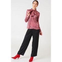Rut&Circle Satynowa koszula Maya - Pink. Różowe koszule wiązane damskie marki Rut&Circle, z poliesteru, z długim rękawem. Za 141,95 zł.