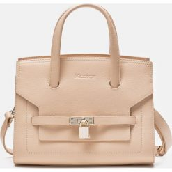 Beżowa torebka do ręki. Brązowe torebki klasyczne damskie Kazar, w paski, ze skóry. Za 749,00 zł.
