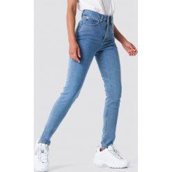 Spodnie z wysokim stanem: NA-KD Jeansy slim z wysokim stanem – Blue