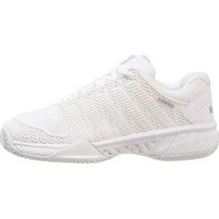 KSWISS HYPERCOURT EXPRESS HB  Obuwie do tenisa Outdoor white/highrise. Białe buty skate męskie marki K-SWISS. W wyprzedaży za 441,75 zł.