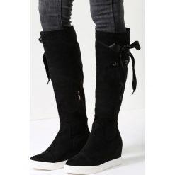 Czarne Kozaki Heart Of Silver. Czarne buty zimowe damskie marki Born2be, z materiału, z okrągłym noskiem, na niskim obcasie, na koturnie. Za 69,99 zł.