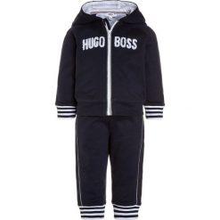 BOSS Kidswear BABY SET Bluza rozpinana marine. Niebieskie bluzy chłopięce rozpinane marki BOSS Kidswear, z bawełny. Za 399,00 zł.