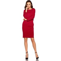 Sukienka z plecionką bordo. Czerwone długie sukienki Lemoniade, klasyczne, z klasycznym kołnierzykiem, z długim rękawem. Za 149,90 zł.