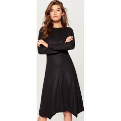 Połyskująca sukienka - Czarny. Czerwone sukienki marki Mohito, l, w koronkowe wzory. Za 119,99 zł.