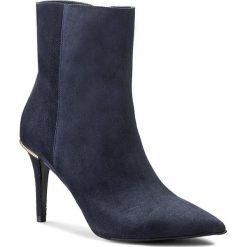 Botki GINO ROSSI - Savona DBG502-L11-4900-5700-0 Niebieski 59. Szare buty zimowe damskie marki Gino Rossi, w paski, z materiału, małe. W wyprzedaży za 309,00 zł.