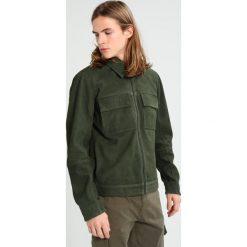 Minimum HERMANN Kurtka skórzana khaki. Brązowe kurtki męskie bomber Minimum, m, z materiału. W wyprzedaży za 972,30 zł.