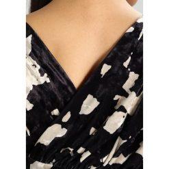 Długie sukienki: Finery London FAITH CUTABOUT PRINTED DRESS Długa sukienka navy