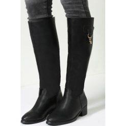 Czarne Kozaki Katriana. Czarne buty zimowe damskie other, z okrągłym noskiem, na obcasie. Za 94,99 zł.