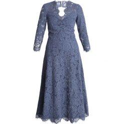 IVY & OAK OPEN BACK FLARED Sukienka koktajlowa vintage blue. Niebieskie sukienki koktajlowe IVY & OAK, z bawełny. Za 719,00 zł.