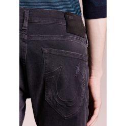 True Religion NEW ROCCO Jeansy Slim Fit black. Szare jeansy męskie regular True Religion, z bawełny. W wyprzedaży za 419,50 zł.
