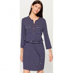 Sukienka z zamkiem - Niebieski. Czerwone sukienki z falbanami marki Mohito, l, w koronkowe wzory. Za 99,99 zł.
