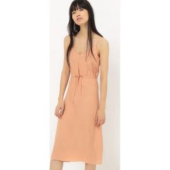 Sukienki hiszpanki: Sukienka na cienkich ramiączkach