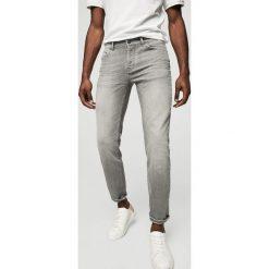 Mango Man - Jeansy Tim2. Szare jeansy męskie Mango Man. W wyprzedaży za 99,90 zł.