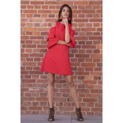 Czerwona Koktajlowa Sukienka z Wyciętymi Ramionami. Fioletowe sukienki koktajlowe marki Reserved, z falbankami. Za 149,90 zł.