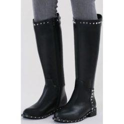 Czarne Kozaki Open-Hearted. Czarne buty zimowe damskie marki vices, z materiału, z okrągłym noskiem, na obcasie. Za 179,99 zł.