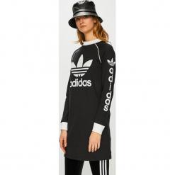 Adidas Originals - Sukienka. Czarne sukienki dzianinowe adidas Originals, na co dzień, z nadrukiem, casualowe, z okrągłym kołnierzem, mini, proste. Za 249,90 zł.