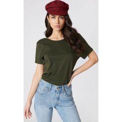 NA-KD Basic T-shirt z odkrytymi plecami - Green. Różowe t-shirty damskie marki NA-KD Basic, z bawełny. W wyprzedaży za 26,48 zł.