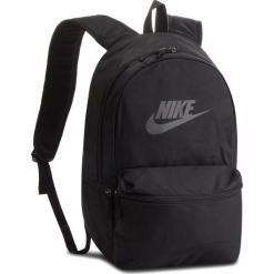 Plecak NIKE - BA5749 010. Czarne plecaki męskie Nike, z materiału. Za 119,00 zł.