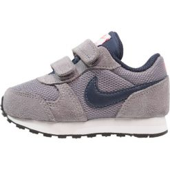 Nike Sportswear MD RUNNER 2  Tenisówki i Trampki gunsmoke/obsidian/hot punch/vast grey. Szare tenisówki męskie Nike Sportswear, z gumy. Za 149,00 zł.