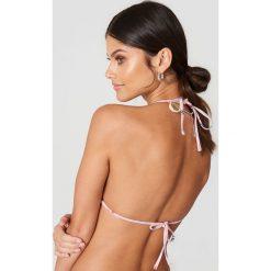 Debiflue x NA-KD Góra bikini z falbanką - Pink,Multicolor. Różowe bikini marki Debiflue x NA-KD. Za 100,95 zł.
