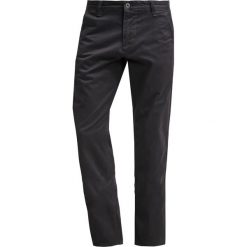 Chinosy męskie: DOCKERS ALPHA Spodnie materiałowe black core