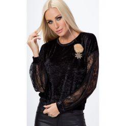 Bluzka z gniecionego weluru z broszką czarna MP13009. Białe bluzki na imprezę marki Fasardi, l. Za 44,00 zł.