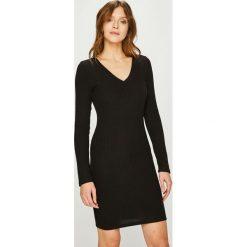 Answear - Sukienka. Czarne sukienki dzianinowe ANSWEAR, na co dzień, l, casualowe, mini, dopasowane. W wyprzedaży za 69,90 zł.