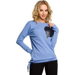 KENZIE Bluza ze skórzanym sercem - niebieska. Niebieskie długie bluzy damskie Moe, s, z dresówki, z długim rękawem. Za 99,00 zł.