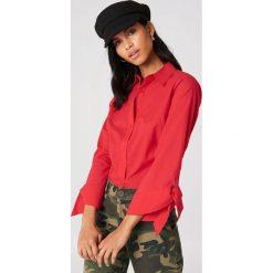 NA-KD Koszula z wiązanymi mankietami - Red. Czerwone koszule wiązane damskie marki NA-KD. Za 80,95 zł.