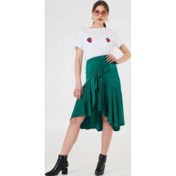 NA-KD T-shirt Strawberry - White. Białe t-shirty damskie marki NA-KD, z nadrukiem, z bawełny. W wyprzedaży za 51,07 zł.
