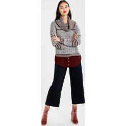 Swetry klasyczne damskie: khujo VANNI Sweter plumwine