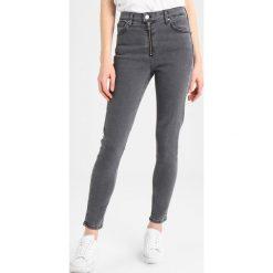 Topshop ZIP JAMIE Jeansy Slim Fit washed black. Czarne jeansy damskie marki Topshop, z bawełny. W wyprzedaży za 215,10 zł.