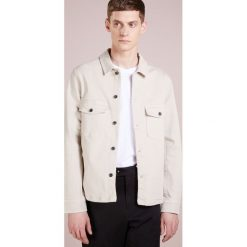J.LINDEBERG JOHN  Kurtka jeansowa offwhite. Białe kurtki męskie jeansowe J.LINDEBERG, l. Za 669,00 zł.