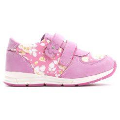 Ciemnoróżowe Buty Sportowe Flower Time. Różowe buciki niemowlęce marki Born2be, z okrągłym noskiem, na obcasie, na rzepy. Za 79,99 zł.