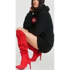 Czerwone Kozaki Externalizing. Czerwone kowbojki damskie vices, z materiału, na wysokim obcasie, na obcasie. Za 179,99 zł.