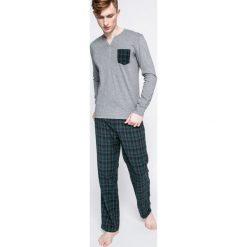 Guess Jeans - Piżama. Szare jeansy męskie z dziurami marki Guess Jeans, l, z aplikacjami, z bawełny. W wyprzedaży za 159,90 zł.
