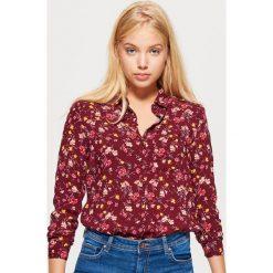 Klasyczna koszula z nadrukiem - Bordowy. Czerwone koszule damskie marki Cropp, l, z nadrukiem, klasyczne, z klasycznym kołnierzykiem. Za 49,99 zł.