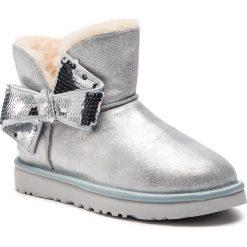 Buty UGG - W Mini Sequin Bow 1096012  W/Slvr. Szare buty zimowe damskie Ugg, ze skóry. Za 879,00 zł.