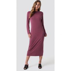 Rut&Circle Sukienka midi - Pink. Zielone długie sukienki marki Rut&Circle, z dzianiny, z okrągłym kołnierzem. Za 161,95 zł.