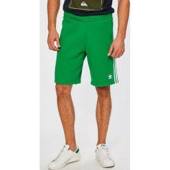 Adidas Originals - Szorty. Spodenki sportowe męskie adidas Originals, z bawełny, sportowe. W wyprzedaży za 169,90 zł.