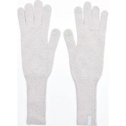 Długie rękawiczki - Jasny szary. Szare rękawiczki damskie marki Cropp. Za 29,99 zł.