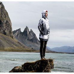 Alaska męska bluza z kapturem. Czarne bluzy dresowe męskie marki Cropp, l, z nadrukiem. Za 359,00 zł.