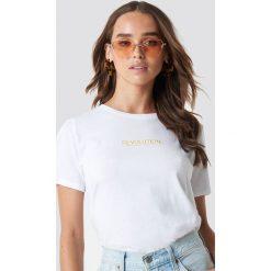 NA-KD T-shirt Revolution - White. Białe t-shirty damskie NA-KD, z nadrukiem, z klasycznym kołnierzykiem. Za 72,95 zł.
