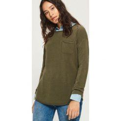 Sweter z kieszenią - Khaki. Brązowe swetry klasyczne damskie marki Sinsay, l. Za 39,99 zł.