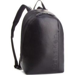 Plecak CALVIN KLEIN - Elevated Logo Round Backpack K50K503910 001. Czarne plecaki męskie marki Calvin Klein, ze skóry ekologicznej. Za 649,00 zł.