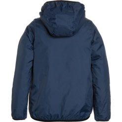 KWay LE VRAI 3.0 CLAUDE LIGHT WARM Kurtka przeciwdeszczowa blue deep. Niebieskie kurtki chłopięce przeciwdeszczowe marki K-Way, z materiału. W wyprzedaży za 439,20 zł.